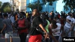 Aksi demonstrasi anti pemerintah di Havana di tengah perebakan COVID-19 di Kuba (foto: dok).
