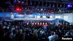 Eleven Republican U.S. presidential candidates debate in front of President Ronald Reagan's Air Force One during the second official Republican presidential candidates debate of the 2016 U.S. presidential campaign, Sept. 16, 2015.