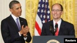 Presiden Barack Obama mencalonkan Wakil Jaksa Agung Thomas Perez (kanan) sebagai menteri tenaga kerja yang baru hari Senin (18/3).