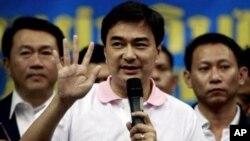លោកនាយករដ្ឋមន្ត្រីថៃ Abhisit Vejjajiva។