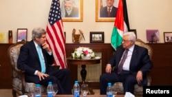 AQSh davlat kotibi Jon Kerri va Falastin prezidenti Mahmud Abbos Ammonda uchrashmoqda, Iordaniya, 26-mart, 2014-yil