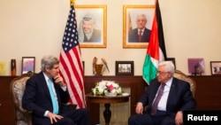U.S. Secretary of State John Kerry (L), meets with Palestinian President Mahmoud Abbas, at the Palestinian Ambassador's Residence in Amman, Jordan, March 26, 2014.