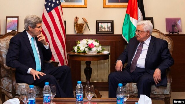 FILE - U.S. Secretary of State John Kerry (L), meets with Palestinian President Mahmoud Abbas, at the Palestinian Ambassador's Residence in Amman, Jordan, March 26, 2014.