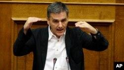 유클리드 차칼로토스 그리스 재무장관이 22일 아네테 의회에서 연설하고 있다.