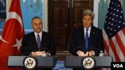 Kerry ve Çavuşoğlu geçtiğimiz sene Nisan ayında Washington'da görüşmüşlerdi