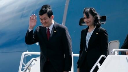 Chủ tịch Việt Nam Trương Tấn Sang và phu nhân đến dự Hội nghị thượng đỉnh APEC ở Honolulu, Hawaii hồi tháng 11, 2011.