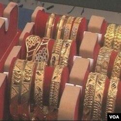 Da bi se zaštitili od inflacije i financijske nestabilnosti u svojoj zemlji i svijetu ljudi često kupuju zlato