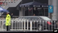 Imodoka itagira iparati ishitse ku gituro ca gariyamoshi i Beijing, itariki 27/03/2018.