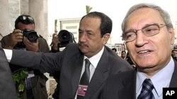 Phó Tổng Thống Syria Farouk al-Sharaa (phải)