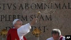 Giáo hoàng Phanxicô giảng tại lễ Chủ nhật Lễ lá ở Quảng trường Thánh Phêrô, Vatican, 9/4/2017