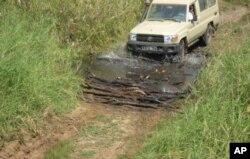 Estrada de acesso aos túmulos reais em Malanje