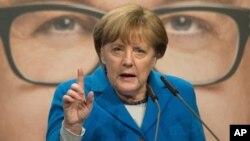 德国总理默克尔2016年3月8日在一次竞选集会上发表演说。