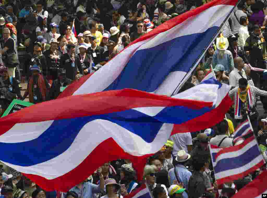 Anti-government protesters march during a rally in Bangkok, Jan. 23, 2014.