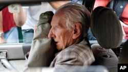 Alleged Hungarian war criminal Laszlo Csatary sits in a car as he leaves the Budapest prosecutor's office, (File photo).