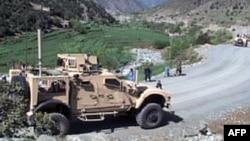 行进在阿富汗山路上的M-ATV