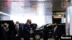 Presiden AS Donald Trump tiba di rumah sakit New York Presbyterian di mana adiknya, Robert Trump dirawat karena sakit, Jumat (14/8).