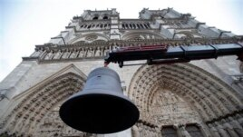 Nëntë këmbana gjigante drejt Parisit