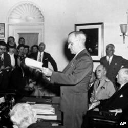 杜鲁门总统在白宫宣布日本投降