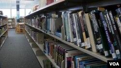 High school library in Denver, Colorado, April 10, 2019. (M. Burke/VOA)