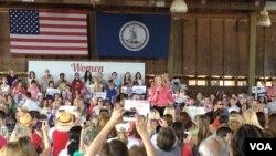 共和党总统候选人夫人安.罗姆尼在维州争取女性支持者(美国之音方方拍摄)
