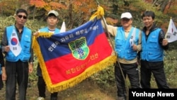 10일 탈북민 단체 '북한민주화추진연합회'가 출범한 가운데, 회원들이 제주도 한라산부터 파주 통일전망대까지 약 430㎞를 걷는 국토대행진에 나섰다.