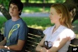 Jason (Miles Teller) and Becca (Nicole Kidman) in RABBIT HOLE.