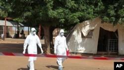 Sansanin killace wadanda suka yi jinyar Fanta Kone 'yar shekara biyun da ta mutu ran Jumma'a a Mali sanadiyar cutar Ebola