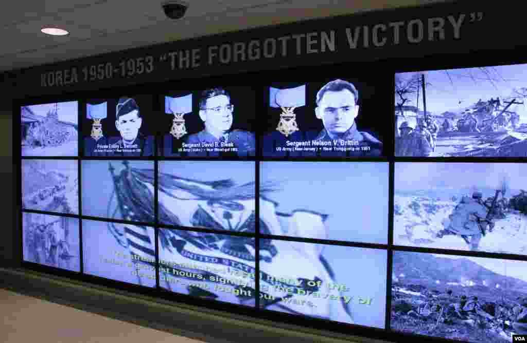 미 국방부 청사 내 한국전쟁 기념 전시관에는 날짜와 지역별로 당시 전쟁 상황을 설명한 지도와 사진들이 게재되어 있다.