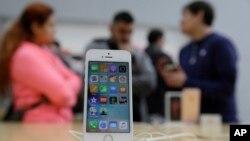 """Agentlik """"Apple"""" kompaniyasidan telefonni ochib berishni talab qilib, firmani siquvga olayotgan edi. Biroq """"Apple"""" shaxsiy daxlsizlik, fuqarolarning huquqlarini pesh qilib bo'yin egmadi."""