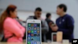 미국 매장에 전시된 애플 아이폰 (자료사진)
