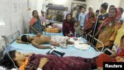 방글라데시 수도 다카에서 일어난 연쇄폭탄테러 피해자들이 병원에 입원해 있다.