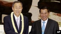 بان کی مون کمبوڈیا کے دورے کے موقع پر