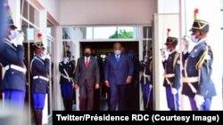 Presiden Somalia Mohamed Abdullahi bertemu dengan Presiden Republik Demokratik Kongo dan Kepala Uni Afrika Felix Tshisekedi di Kinshasa, Republik Demokratik Kongo, 19 April 2021. (Twitter/Kepresidenan Republik Demokratik Kongo)