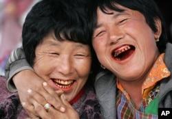 Noda merah pada gigi, merupakan ciri khas orang yang memiliki kebiasaan menyirih. (Foto: dok).
