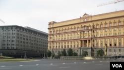 莫斯科市中心的两栋前克格勃总部办公大楼,目前是俄罗斯联邦安全局所在地。(美国之音白桦拍摄)