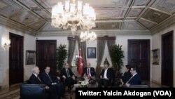 Réunion de ministres au palais de Dolmabahçe à Istanbu (lYalcin Akdogan (VOA)