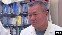 El doctor Peter Rhee, es uno de los neurocirujanos que desde el primer momento asistieron a la congresista Gabrielle Giffords.