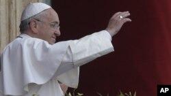 教宗方济各在圣彼得广场主持庆祝复活节仪式