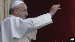 Paus Fransiskus dalam acara misa di Vatikan (foto: dok).