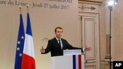 지난 27일 에마뉘엘 마크롱 프랑스 대통령이 오를레앙 시에서 열린 시민권 취득 선서식에서 연설하고 있다.