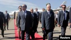 Egypt's President Abdel Fattah al-Sisi (L) walks with Algeria's Senate President Abdelkader Bensalah (R) upon his arrival at Algiers airport June 25, 2014.