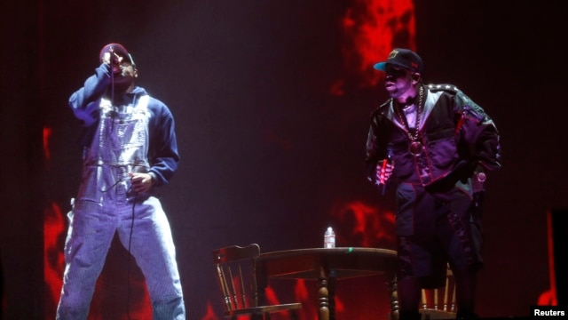Big Boi (R) and Andre 3000 of Outkast perform at the Coachella Valley Music and Arts Festival in Indio, California, April 11, 2014.