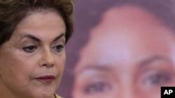 Tổng thống Rousseff bị nghi đã tìm cách cản trở một cuộc điều tra đối với công ty dầu khí Petrobras của nhà nước.
