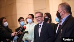 Gerardo Blyde Perez (Unitary Platform Venezuela), memberikan keterangan kepada media usai pertemuan untuk menyelesaikan krisis politik negara itu di Mexico City, Meksiko, 6 September 2021. (REUTERS/Edgard Garrido)