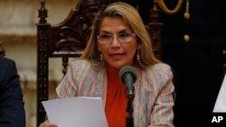 La presidenta interina de Bolivia, Jeanine Añez, en una conferencia de prensa en La Paz, el 28 de noviembre de 2019.