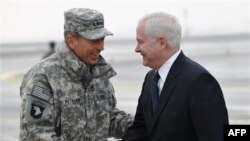 General Dejvid Petreus i sekretar za odbranu Robert Gejts u Avganistanu, 7. mart 2011.