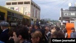 მეტროს გაჩერების გამო ხალხი ავტობუსებს მიაწყდა. iPress-ის ფოტო