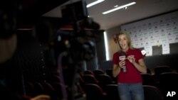 Gabriela Moreira durante una transmisión