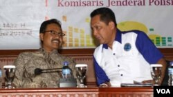 Kepala BNN Komjen Budi Waseso (kanan) bersama Wagub Jatim Saifullah Yusuf pada acara sosialisasi pencegahan, pemberantasan, penyalahgunaan dan peredaran gelap narkoba di Surabaya (26/11). (VOA/Petrus Riski)