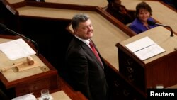 미국을 방문한 페트로 포로셴코 우크라이나 대통령이 18일 미 의회 상하원 합동회의에서 연설하고 있다.